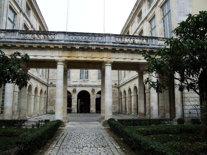 Cour intérieur de la Bourse de commerce à La Rochelle