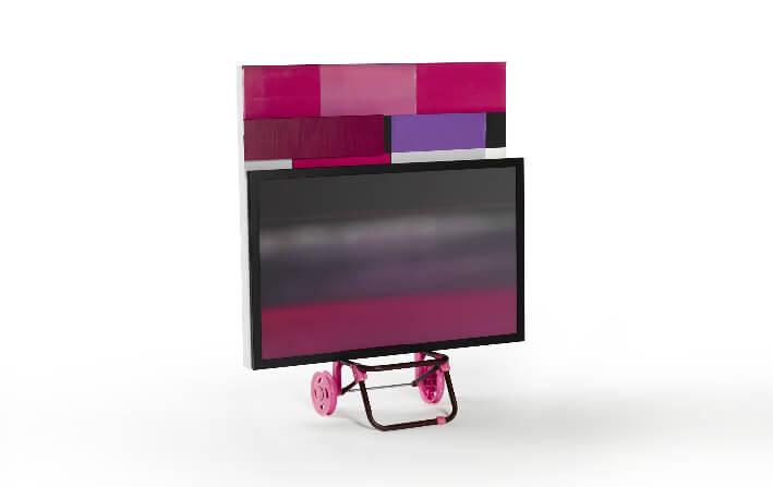 Rose SZNAJDER - Le Caddie rose - Technique mixte - Caddie, toile de lin, papiers, acrylique - 80 x 97 x 30 cm