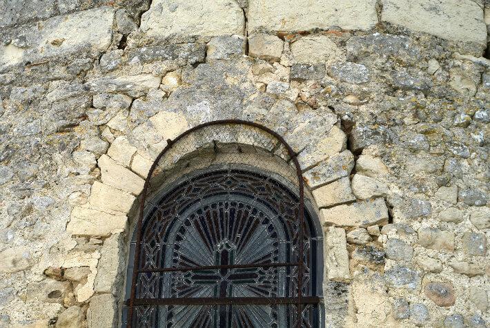 Église de Dompierre-sur-Charente,  XIe siècle - Fenêtre à claveaux étroits - 2008