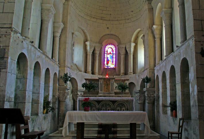 Église de Saint-Thomas-de-Conac - Arcatures intérieures du chevet - 2009