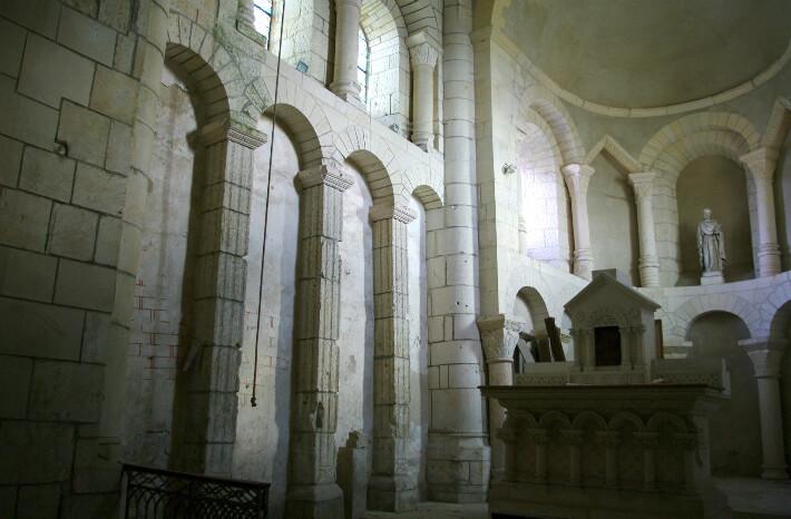 Église Saint-Pierre de Bougneau - Arcatures intérieures du chevet - 2013