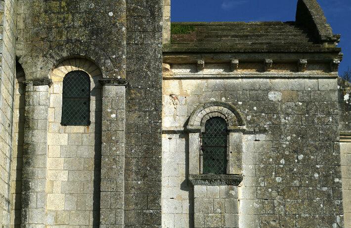 Église Saint-Pierre de Bougneau - Fenêtres latérales du chevet - 2013