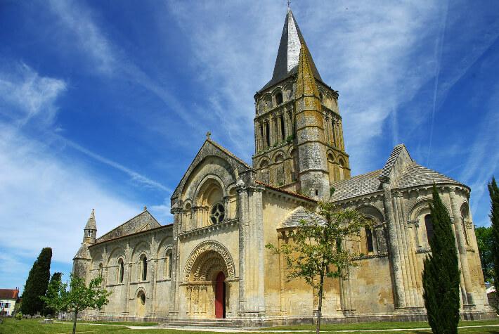 Église Saint-Pierre d'Aulnay - Vue façade sud - 2016