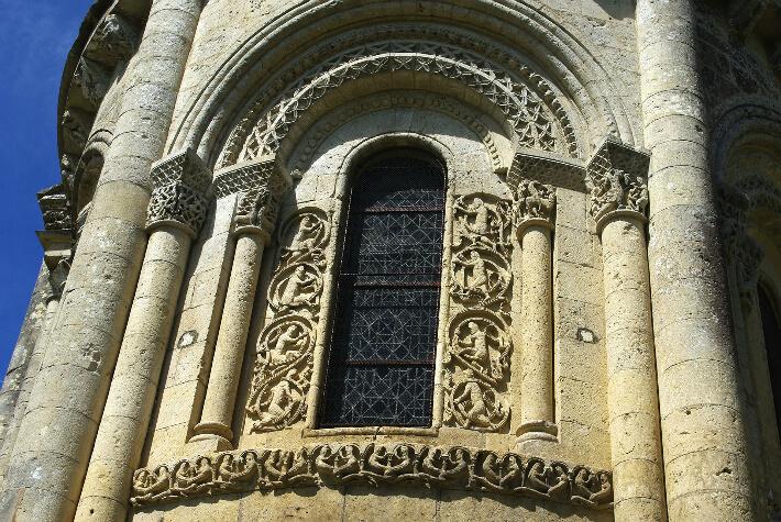Église Saint-Pierre d'Aulnay - Détails du chevet - 2016