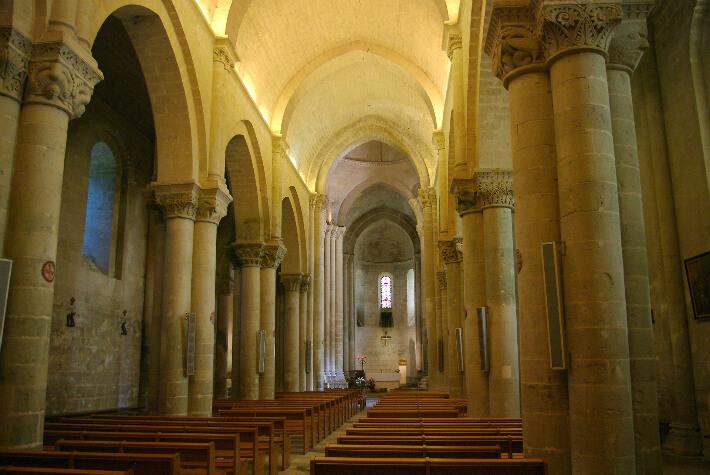 Église Saint-Pierre d'Aulnay - Nef - 2015