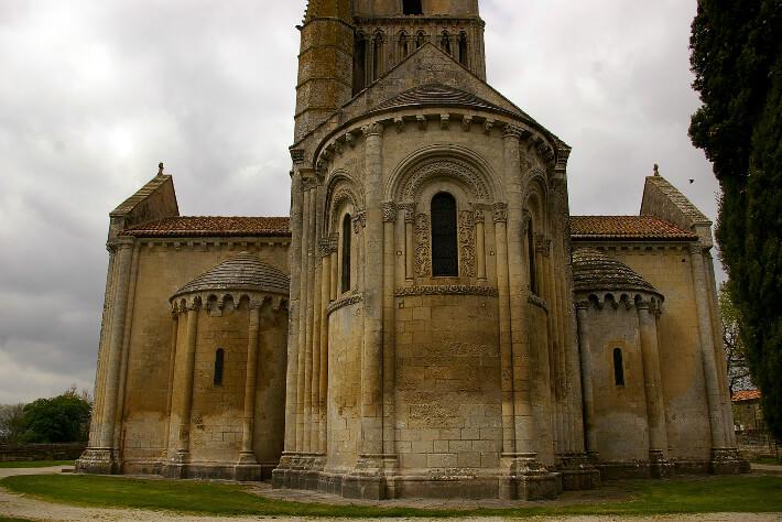 Église Saint-Pierre d'Aulnay - Chapelles  absidiales du transept - 2008