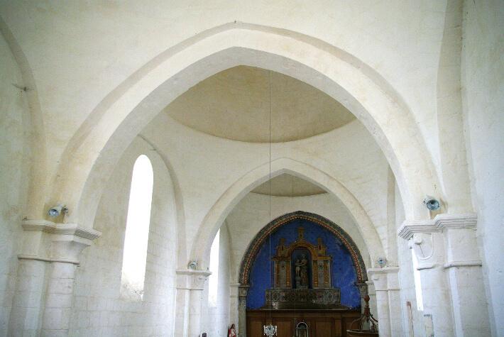 Église Notre-Dame des Nouillers - Nef à file de coupoles sur pendentifs avec arcs doubleaux brisés - 2016