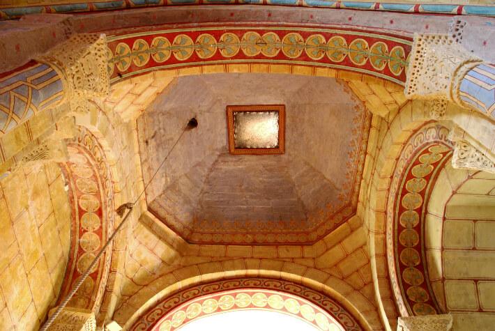 Église Saint-Pierre de Consac - Coupole sur pendentifs triangulaires de la travée sous clocher - 2011