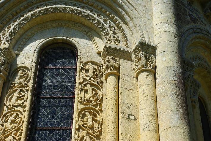 Église Saint-Pierre d'Aulnay - Fenêtre du chevet - 2016