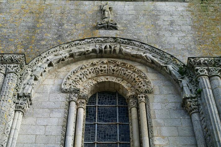 Église Saint-Nazaire de Corme-Royal - Arcade supérieure de la façade occidentale - 2015