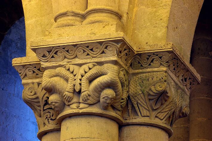 Église Saint-Pierre d'Aulnay - Chapiteaux de la nef - Acrobates - 2008