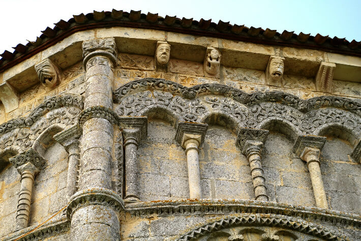 Église Notre-Dame de Rioux - Modénature et décor des parties hautes du chevet - 2008