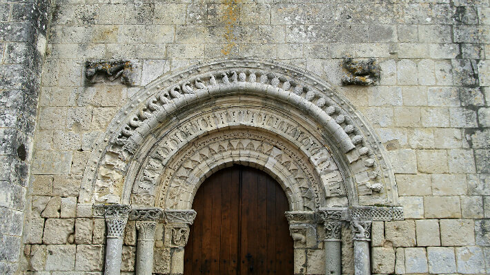 Église Saint-Sulpice d'Arnoult - Modénature et décor du portail - 2010
