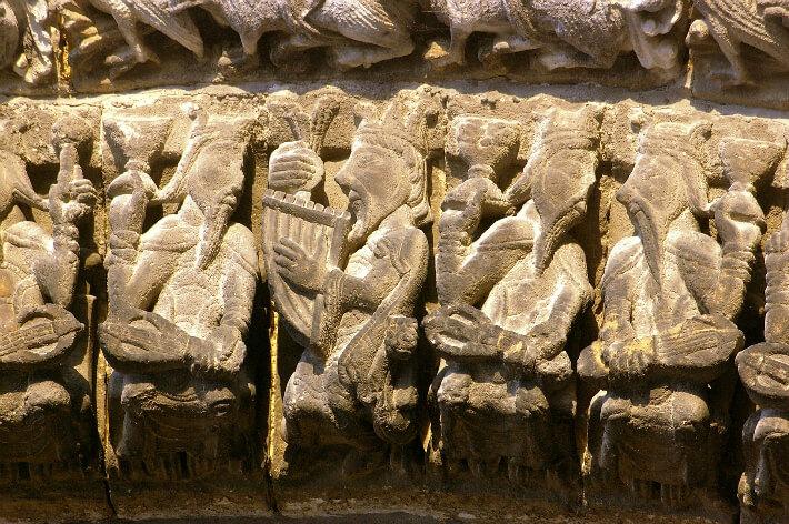 Abbatiale Notre-Dame de Saintes - Voussure du portail - Vieillards de l'Apocalypse - 2007