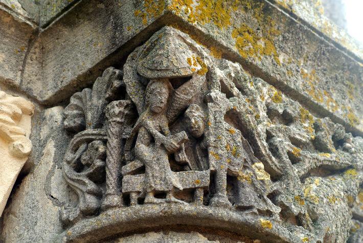 Abbatiale Notre-Dame de Saintes - Chapiteau du clocher - Saintes Femmes au Tombeau - Une seule des trois Marie est représentée - 2011