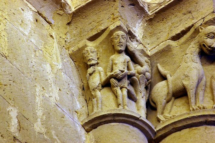 Église Saint-Pierre d'Aulnay - Chapiteau de la nef - Adam et Eve - 2008