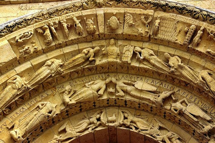 Église Saint-Pierre d'Aulnay - Voussures du portail occidental - Psychomachie et parabole des Vierges Sages et des Vierges Folles - 2008