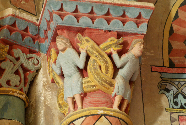Église Saint-Martin d'Arces-sur-Gironde - Chapiteau de l'abside - Hommes confrontés à des serpents - 2016