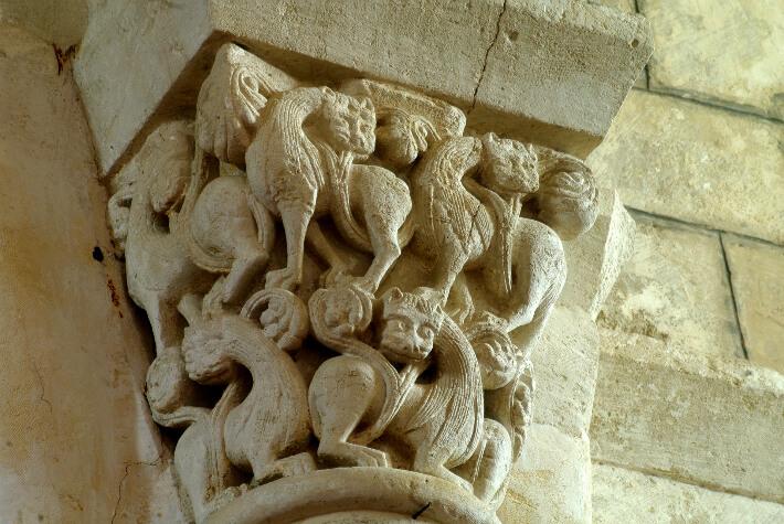 Église Saint-Martin d'Arces-sur-Gironde - Chapiteau du transept empilement de lions - 2016