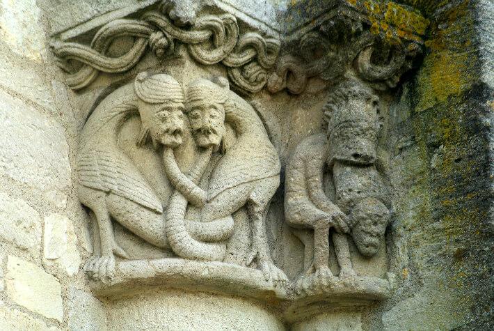 Église Saint-Pierre de Marestay à Matha - Chapiteau de l'ancienne nef - Monstres - 2011
