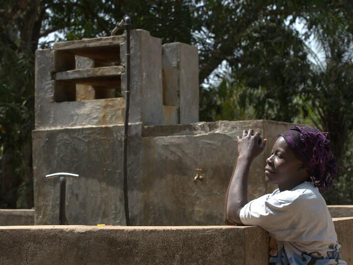 Point d'eau avec déferriseur, Guinée - © Pierrot Men - 2017