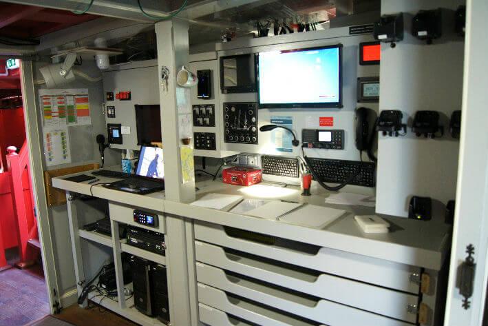 Equipements électroniques d'aide à la navigation