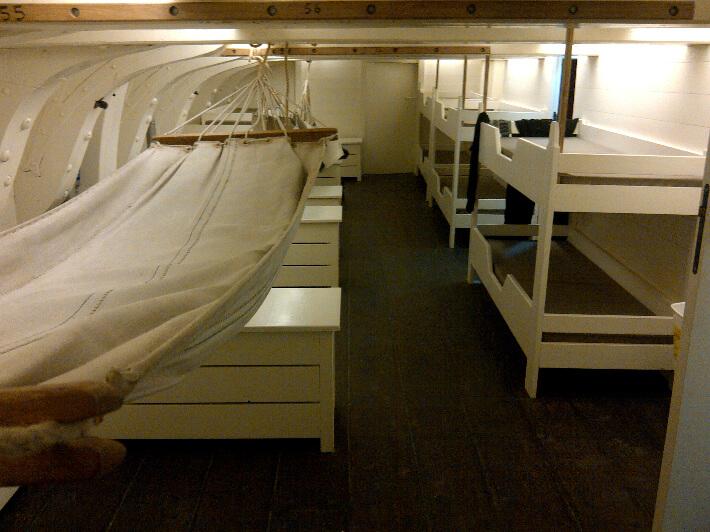 Chambre des gabiers, banettes et hamacs