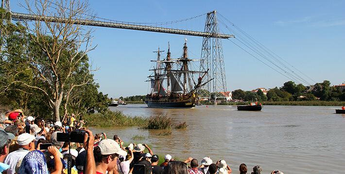Le 7 septembre 2014, première navigation de L'Hermione au départ de Rochefort, toute première descente de la Charente pour rejoindre l'Océan.