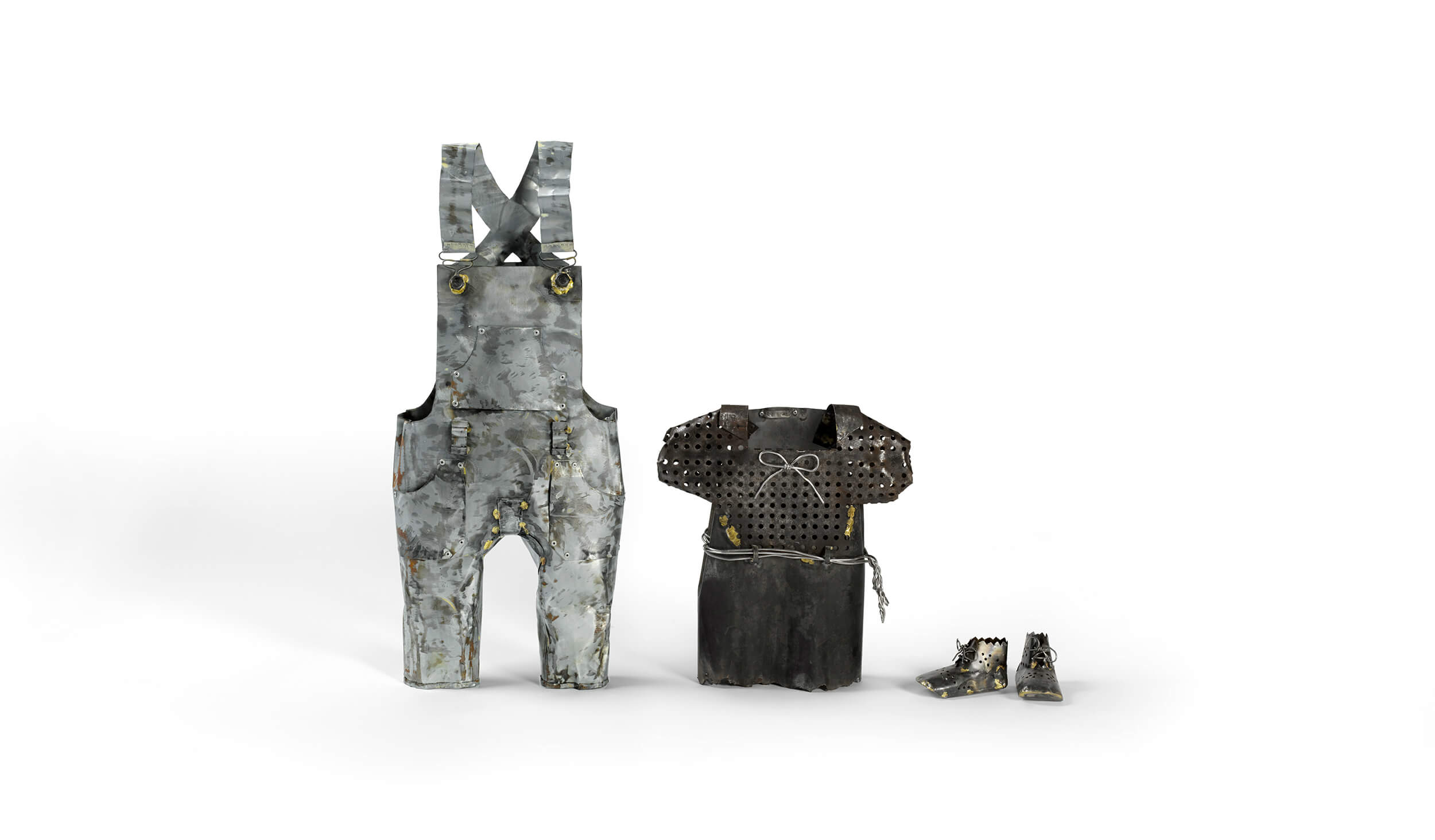 Julie VAYSSIER - Les Armures - Métaux de récupération - Salopette : 31 x 77 x 12 cm - Robe : 36 x 41 x 11 cm - Chaussons 13 x 8 x 6 cm